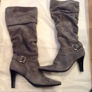 Bass gray suede Riveria  heeled boots.
